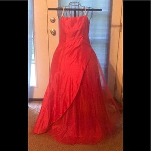 Morgan and co hot pink evening gown